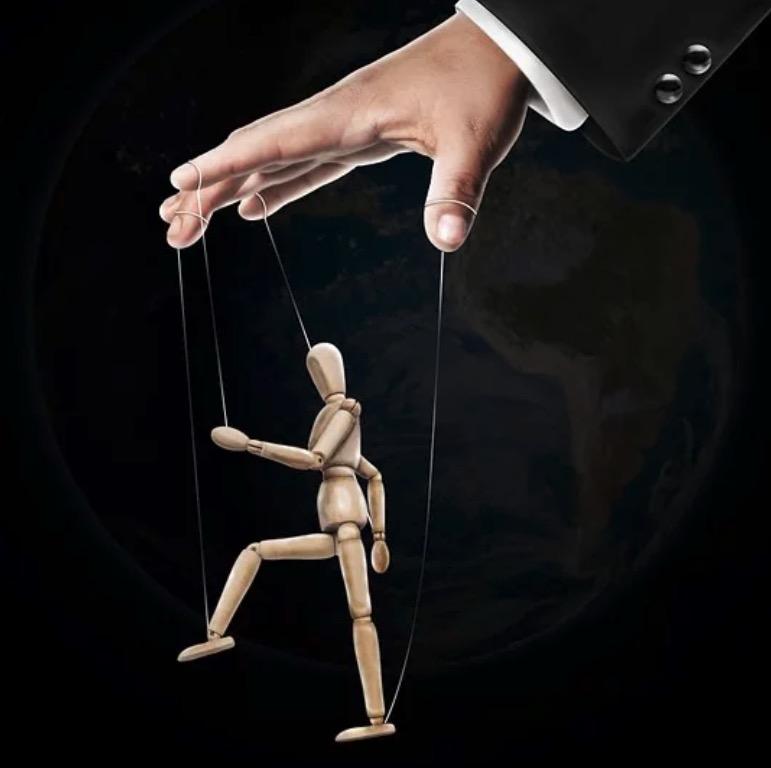marionnette dirigée par une main