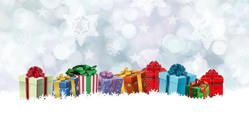 cadeaux de noel sur fond blanc
