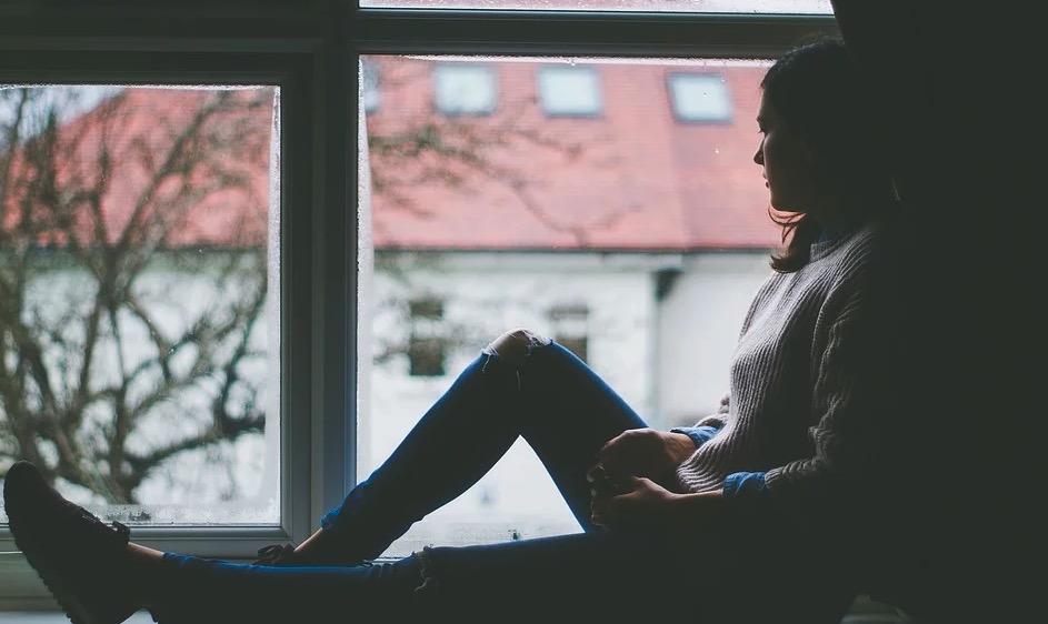 femme seul qui se sens mal