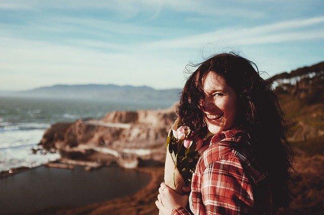 femme qui crée le bonheur